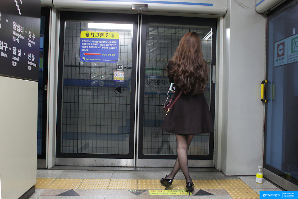 A South Korean lady waiting for the train on the Seoul Metropolitan Subway, Seoul, South Korea. 22nd March 2012. Photo Tim Clayton