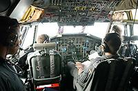 15 JUL 2002, PENZING/GERMANY:<br /> Blick ins Cockpit  einer C160D Transall, Transportflugzeug, Lufttransportgeschwader 61 der Bundeswehr<br /> IMAGE: 20020715-01-064<br /> KEYWORDS: Luftwaffe, Transportflugzeug, Flugzeug, plane, am Boden, Flughafen, Soldat, soldier, Pilot, Piloten