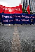 Frankfurt am Main | 04 Aug 2014<br /> <br /> Am Montag (04.08.2014) demonstrierten in Frankfurt am Main etwa 400 Menschen aus verschiedenen linken und linksradikalen Gruppen, aus der j&uuml;dischen Gemeinde und der Frankfurter Stadtgesellschaft gegen Antisemitismus und Judenhass. In den vergangenen Wochen war es in der Bankenstadt immer wieder zu antisemitischen Vorf&auml;llen wie Schmierereien an einer Synagoge, Hass-Kundgebungen oder einer eingeworfenen Scheibe bei einer j&uuml;dischen Familie und Beschimpfungen als &quot;Judenschweine&quot; gekommen.<br /> Hier: Transparent mit der Aufschrift &quot;Dem antisemitischen Pack auf die Pelle r&uuml;cken!&quot;.<br /> <br /> &copy;peter-juelich.com<br /> <br /> [No Model Release | No Property Release]
