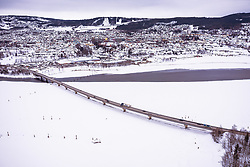 THEMENBILD - Die Brücke von Lillehammer über den Mjosa-See dahinter die Stadt, aufgenommen am 12. Maerz 2019 in Lillehammer, Norwegen // The bridge from Lillehammer across the Mjosa lake with the City, Lillehammer, Norway on 2018/03/12. EXPA Pictures © 2019, PhotoCredit: EXPA/ JFK
