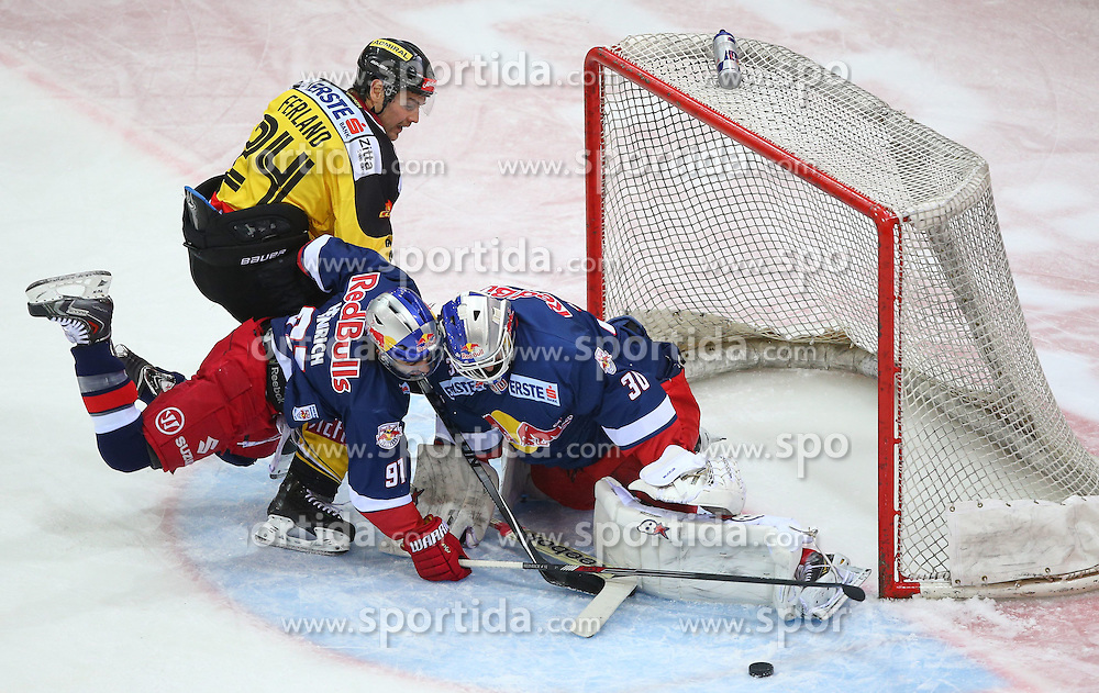 25.01.2015, Albert Schultz Eishalle, Wien, AUT, EBEL, UPC Vienna Capitals vs EC Red Bull Salzburg, 42. Runde, im Bild Jonathan Ferland (UPC Vienna Capitals), Dominique Heinrich (EC Red Bull Salzburg) und Bernd Brueckler (EC Red Bull Salzburg) // during the Erste Bank Icehockey League 42nd Round match between UPC Vienna Capitals and EC Red Bull Salzburg at the Albert Schultz Ice Arena, Vienna, Austria on 2015/01/25. EXPA Pictures © 2015, PhotoCredit: EXPA/ Thomas Haumer