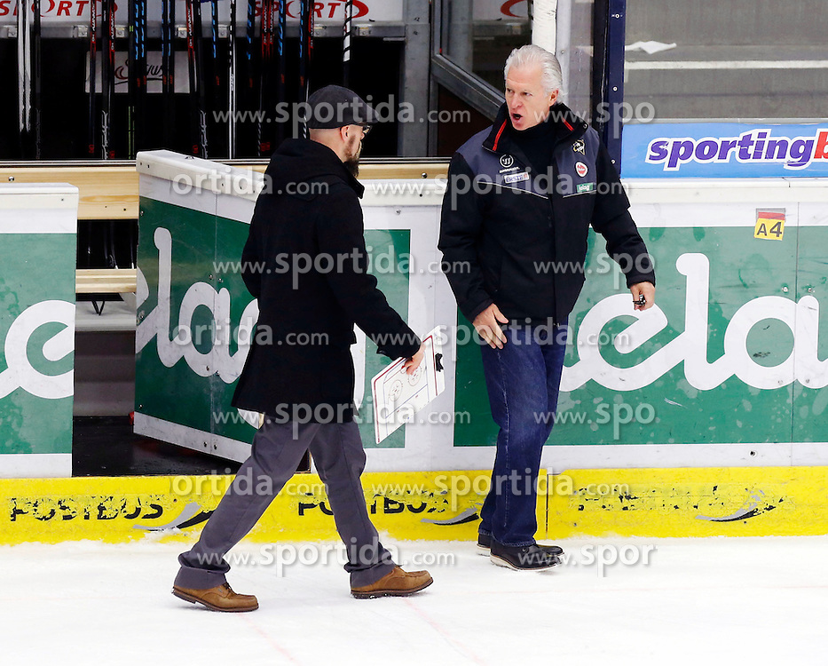 17.11.2015, Stadthalle, Villach, AUT, EBEL, EC VSV vs UPC Vienna Capitals, 21. Runde, im Bild Markus Peintner (VSV Co Trainer) und Headcoach Greg Holst (VSV) // during the Erste Bank Icehockey League 21th round match between EC VSV vs UPC Vienna Capitals at the City Hall in Villach, Austria on 2015/11/17, EXPA Pictures © 2015, PhotoCredit: EXPA/ Oskar Hoeher