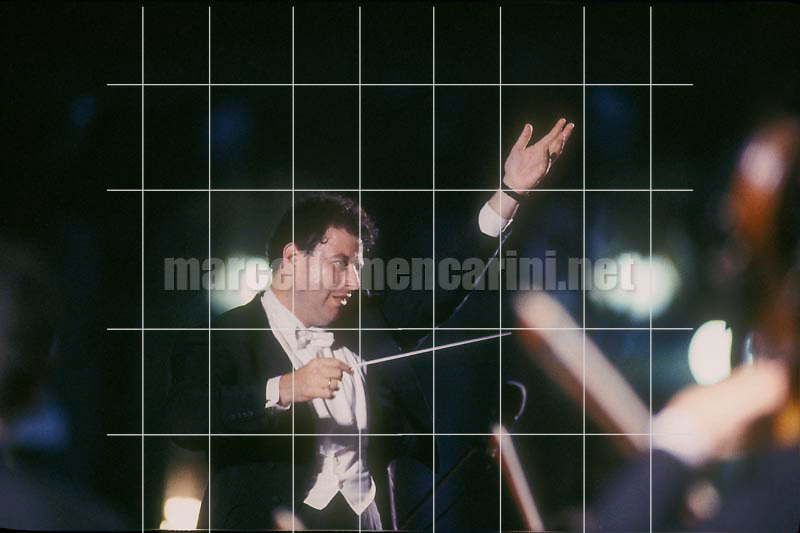 Venice, La Fenice Theater, 1991. Israeli conductor Daniel Oren performing / Venezia, Teatro La Fenice, 1991. Il direttore d'orchestra Daniel Oren durante un concerto - © Marcello Mencarini