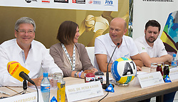 29.07.2014, Klagenfurt, Strandbad, AUT, A1 Beachvolleyball Grand Slam 2014, im Bild Landeshaupmann Mag. Dr. Peter Kaiser, Susanne Speil, Christian Kresse, Dr. Hannes Florianz // during the A1 Beachvolleyball Grand Slam at the Strandbad Klagenfurt, Austria on 2014/07/29. EXPA Pictures © 2014, EXPA Pictures © 2014, PhotoCredit: EXPA/ Mag. Gert Steinthaler