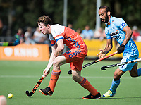 WAALWIJK -  RABO SUPER SERIE . Seve van Ass (Ned)  met Ramandeep Singh (Ind)  tijdens  de hockeyinterland heren  Nederland-India (3-4),  ter voorbereiding van het EK,  dat vrijdag 18/8 begint.  COPYRIGHT KOEN SUYK