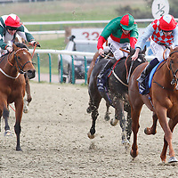 Red Runaway and Ryan Moore winning the 4.55 race
