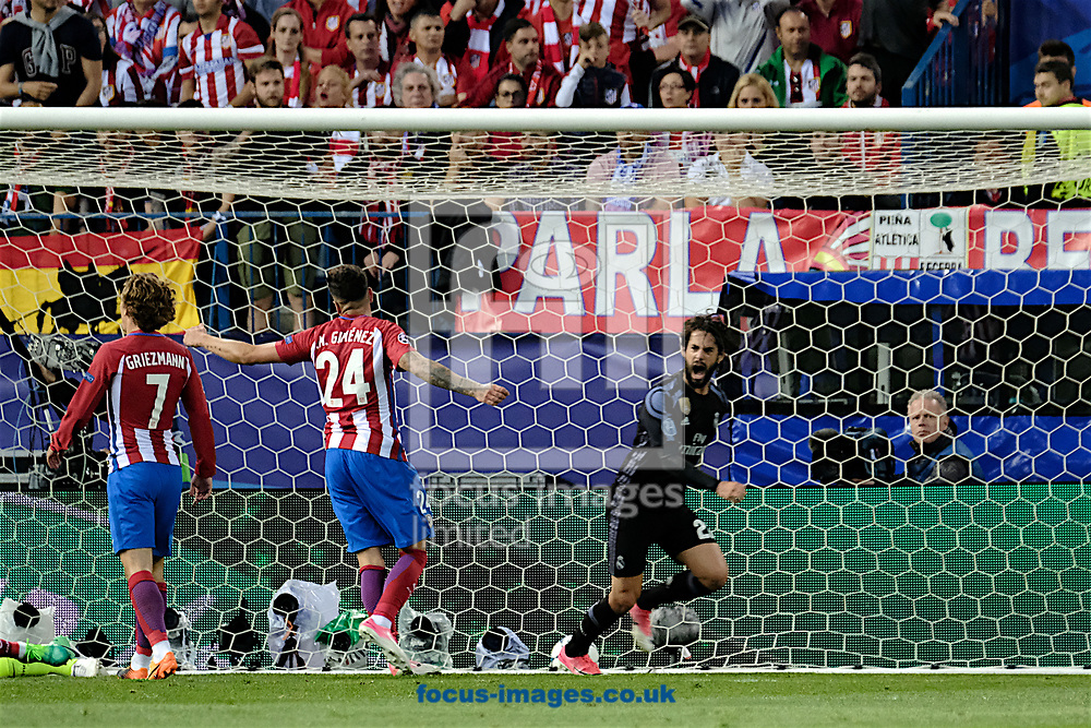 Isco of Real Madrid (right) scores their first goal to make it Atletico Madrid 2 Real Madrid 1 during the second leg of the UEFA Champions League semi-final at Vicente Calderon Stadium, Madrid<br /> Picture by Kristian Kane/Focus Images Ltd +44 7814 482222<br /> 10/05/2017