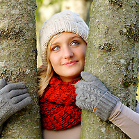 DEU , DEUTSCHLAND : Junge Frau im Herbst.  |DEU , GERMANY : Young woman in autumn|.  28.10.2011.Copyright by : Rainer UNKEL , Tel.: 0171/5457756
