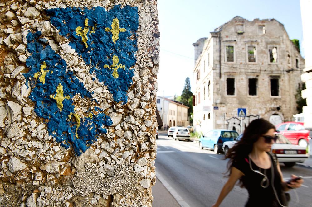 Mostar, Bosnia-Erzegovina, 2012<br /> <br /> 23 maggio 2004.<br /> Ho deciso di cambiare itinerario. Vado a Dubrovnik... In ostello ho conosciuto Lubecca, una ragazza australiana di origine bosniaca. Lei andr&agrave; in Bosnia. Mi ha chiesto se voglio andare con lei. Non ho mai pensato alla Bosnia, a dire il vero.