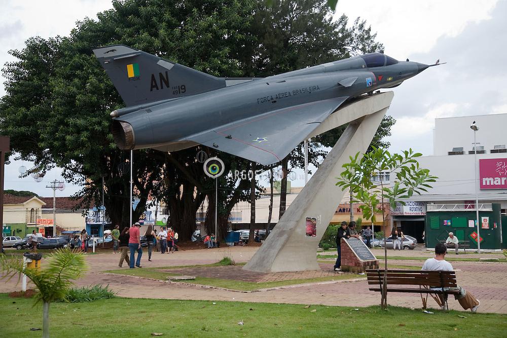 "Praca Americano do Brasil, em Anapolis-GO, que tem um aviao supersonico Mirage III, aposentado da Forca Aerea Brasileira, permanentemente em exposicao. A Base Aerea de Anapolis eh uma das principais unidades da Forca Aerea Brasileira, e base operacional dos supersonicos Mirage ./ The Força Aerea Brasileira (Brazilian Air Force) operates one of their most important bases in Anapolis. At the ""Americano do Brasil"" Square, in Anapolis,  there is an old fighter aircraft  Mirage III."