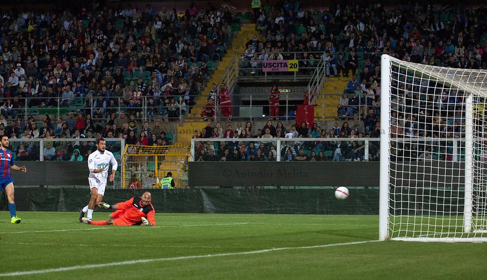 Andrea Preti in goal con la Nazionale Attori allo Stadio Renzo Barbera di Palermo.