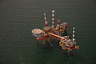 Onbemand gasproductieplatform Ameland-Oost2 in de Noordzee bij Ameland.