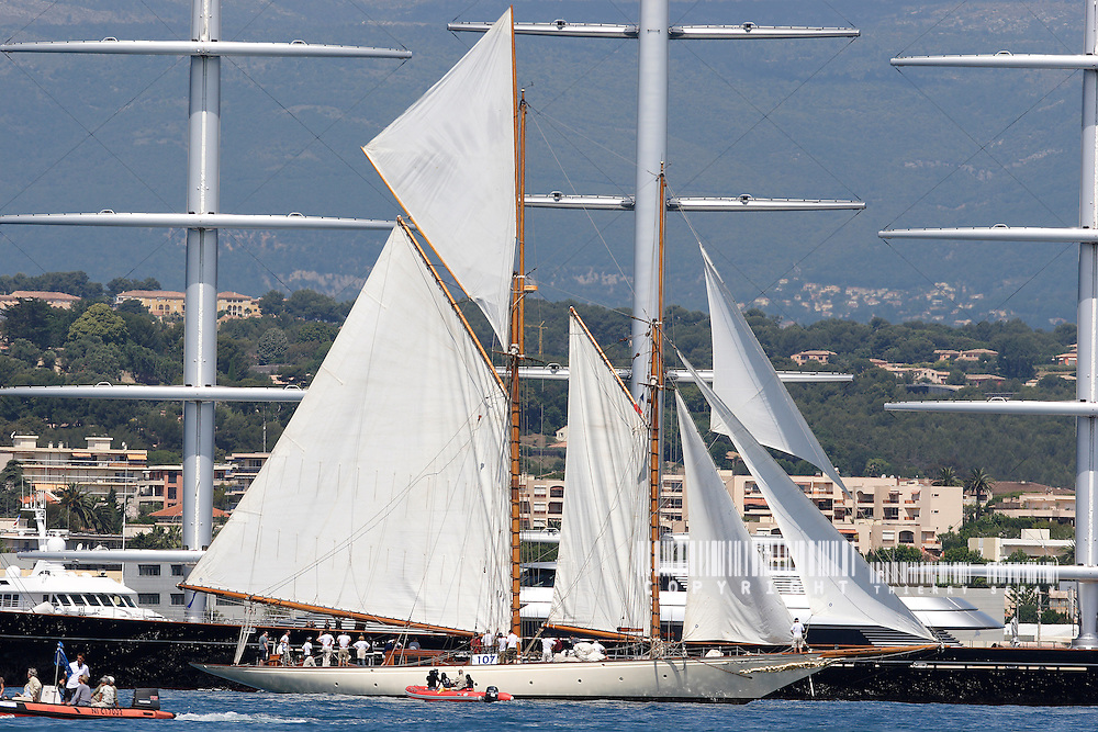 Sunshine 31,60 meter and Maltese Falcon... 88.Voiles d'Antibes 2007.