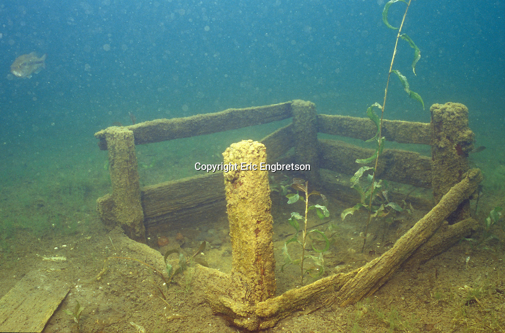 Spawning Nest Box for Bass<br /> <br /> ENGBRETSON UNDERWATER PHOTO