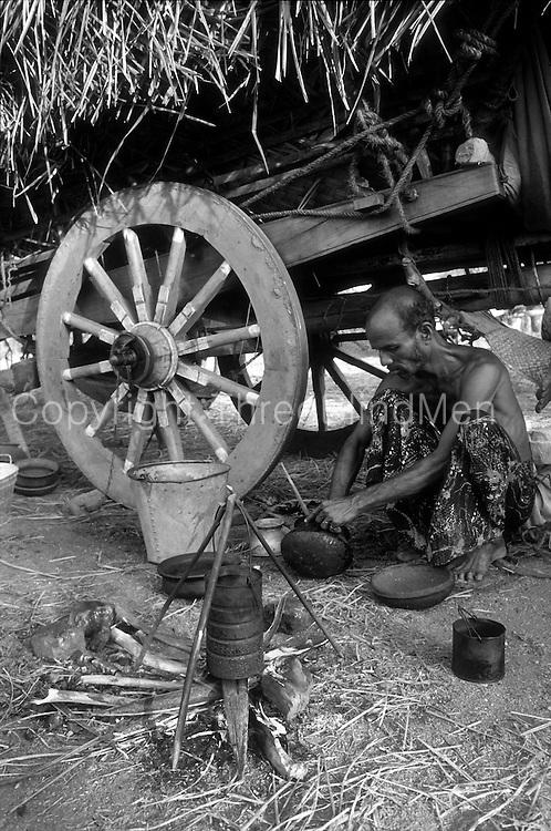 Caravan of bullock carts, north of Kurunegala.<br /> stop for the evening