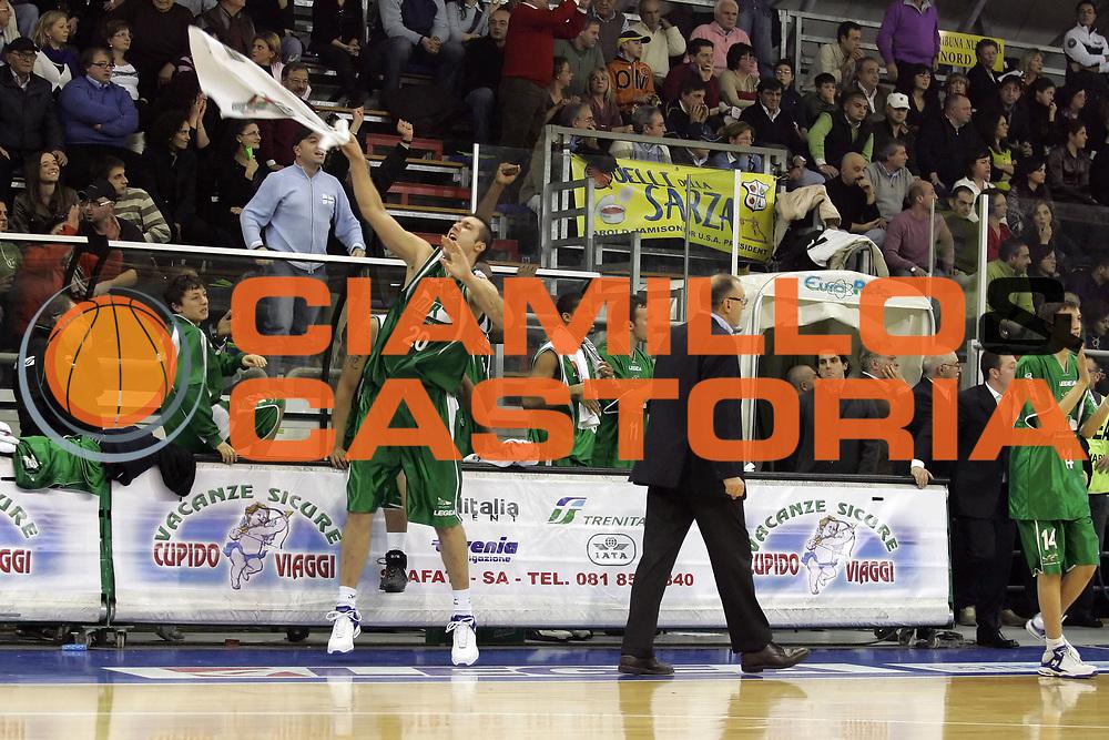 DESCRIZIONE : Scafati Lega A1 2007-08 Legea Scafati Air Avellino <br /> GIOCATORE : Catalin Burlacu Panchina Air Avellino<br /> SQUADRA : Air Avellino<br /> EVENTO : Campionato Lega A1 2007-2008<br /> GARA : Legea Scafati Air Avellino<br /> DATA : 01/12/2007<br /> CATEGORIA : Esultanza<br /> SPORT : Pallacanestro <br /> AUTORE : Agenzia Ciamillo-Castoria/A.De Lise