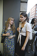 ELEANOR THOMAS AND AMBER CONDE, Gimpel Fils 60th Anniversary Exhibition. Davies St. London. 27 July 2006. ONE TIME USE ONLY - DO NOT ARCHIVE  © Copyright Photograph by Dafydd Jones 66 Stockwell Park Rd. London SW9 0DA Tel 020 7733 0108 www.dafjones.com