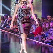 NLD/Amsterdam/20161025 - finale Holland Next Top model 2016, winnares Akke Marije Marinus