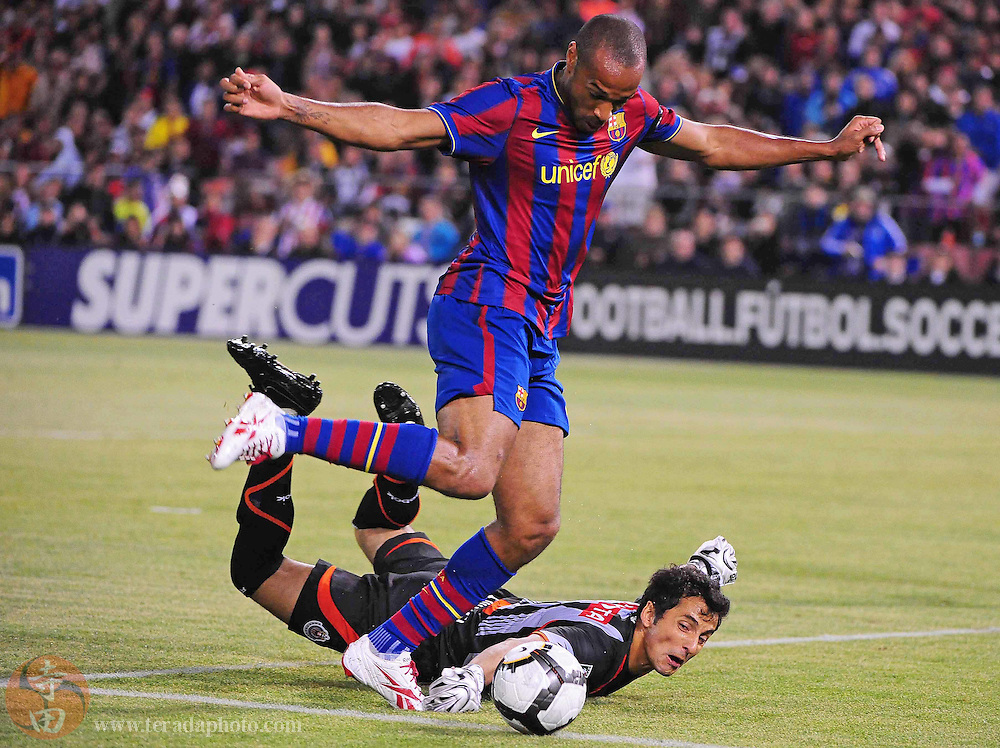 August 8, 2009; San Francisco, CA, USA; FC Barcelona forward Thierry Henry (top) shoots in front of Chivas de Guadalajara goalkeeper Luis Michel (bottom) during the first half in the Night of Champions international friendly contest at Candlestick Park. Henry missed the shot.
