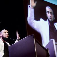 Nederland, Amsterdam , 29 mei 2010..Het 2e Nationaal Islam Congres..Het Nationaal Islam Congres staat dit jaar in het thema van dialoog en empowerment: het versterken van de samenleving middels positieve actie. En zeker nu: wij leven in spannende tijden. Hoe gaat de toekomst van moslims eruit zien in Nederland? En hebben wij er controle over?.De gehele dag door vinden er inspirerende lezingen, workshops en debatten plaats. Onduidelijkheden worden verhelderd, misverstanden worden bespreekbaar gemaakt en er wordt gewerkt aan een visie voor de toekomst..Op de foto Islam Award winnaar Ali Al Khattab.Foto:Jean-Pierre Jans