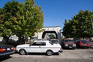 Vid entrén på Alamo Automotive i Portland står Dennis Dillons Volvo Bertone, lyxmodellen som hette Volvo 262C.  <br /> Foto: Christina Sjögren