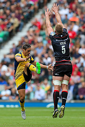 Jackson Willison of Worcester Warriors clears as George Kruis of Saracens attempts a charge down - Rogan Thomson/JMP - 03/09/2016 - RUGBY UNION - Twickenham Stadium - London, England - Saracens v Worcester Warriors - Aviva Premiership London Double Header.