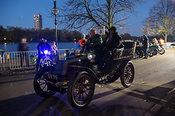 © Licensed to London News Pictures. 05/11/2017. London, UK. Participants take part at the Hyde Park start of the annual Bonhams London To Brighton Veteran Car Run. Photo credit: Ray Tang/LNP