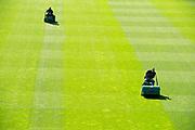 Anders dan het eerste elftal van Feyenoord, behoort het veld van de Rotterdamse Kuip wel tot de Europese top. Grasmeesters Remy de Milde en Abdoel Boutahar werke hard om die positie te behouden.