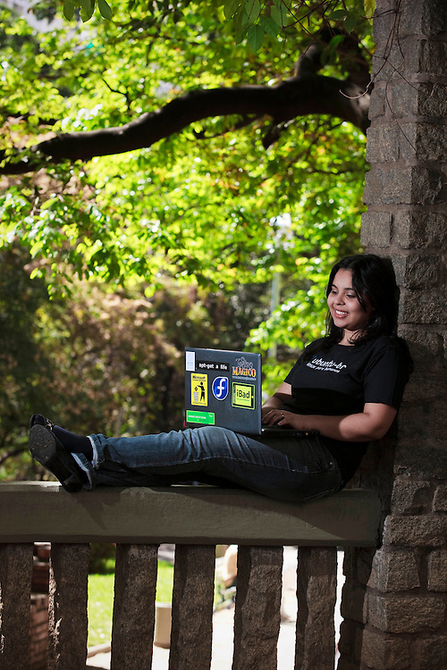 Belo Horizonte_MG, Brasil...Jovem que usa o Ubuntu no notebook pessoal, Minas Gerais...A girl uses Ubuntu in her personal notebook, Minas Gerais...Foto: BRUNO MAGALHAES / NITRO