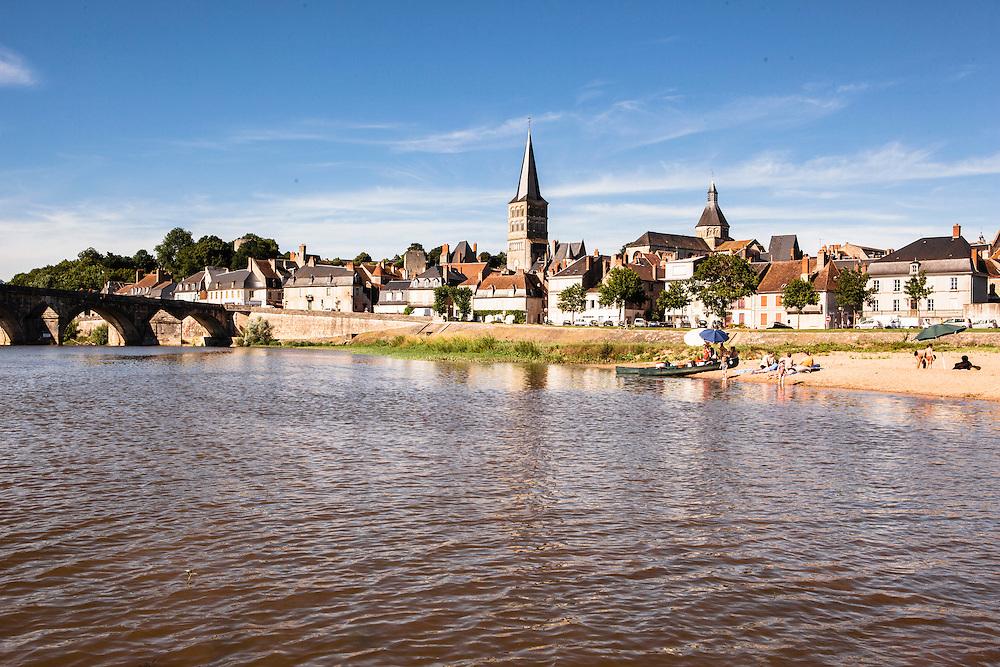 16th century stone bridge crosssing the Loire at La Charité sur Loire, Canal latéral à la Loire