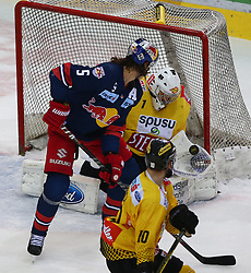 29.03.2019, Albert Schultz Halle, Wien, AUT, EBEL, Vienna Capitals vs EC Red Bull Salzburg, Halbfinale, 1. Spiel, im Bild v.l. Thomas Raffl (EC Red Bull Salzburg), Jean Philippe Lamoreux (spusu Vienna Capitals) und Marc Andre Dorion (spusu Vienna Capitals) // during the Erste Bank Icehockey 1st semifinal match between Vienna Capitals and EC Red Bull Salzburg at the Albert Schultz Halle in Wien, Austria on 2019/03/29. EXPA Pictures © 2019, PhotoCredit: EXPA/ Thomas Haumer