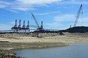 Vista de Gruas del Panama Ports Company, que descargan los containers de los barcos. El Puerto de Balboa es uno de los mas conocidos a nivel mundial debido a la cantidad de trafico que fluye a traves del canal de Panama.