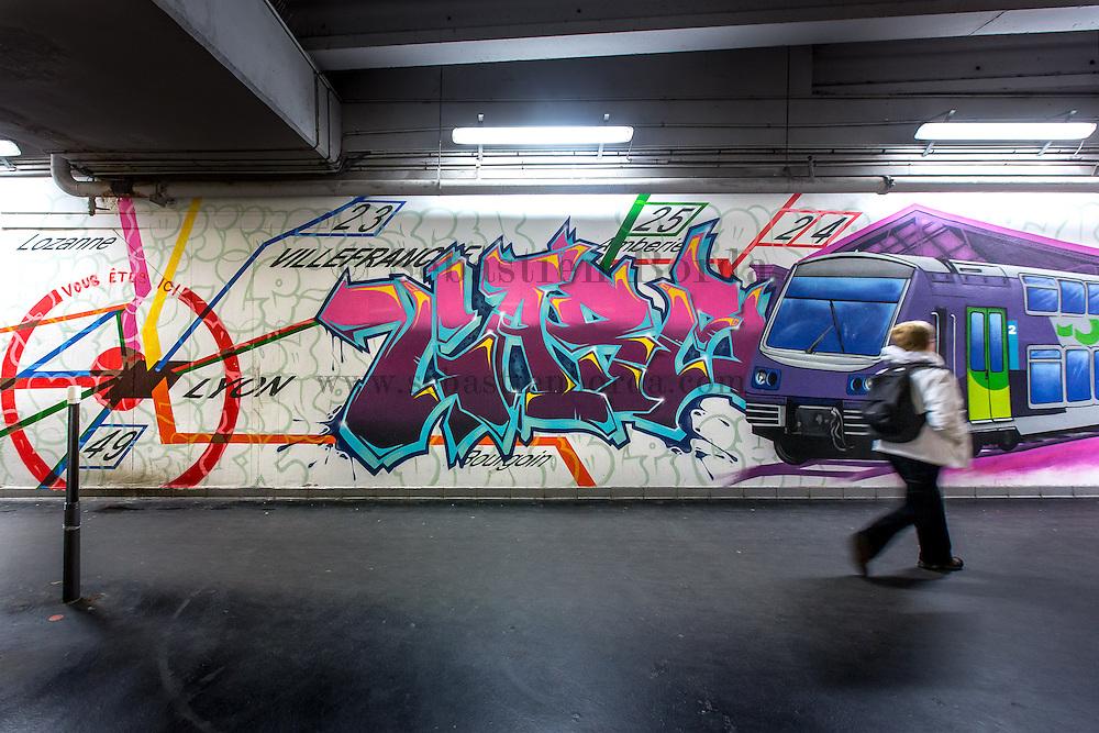 Graffiti sur le mur de la gare de métro Lyon Perrache // Wall painting graffiti on metro station Lyon Perrache