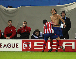 12.05.2010, Hamburg Arena, Hamburg, GER, UEFA Europa League Finale, Atletico Madrid vs Fulham FC, im Bild Atletic Madrid's Diego Forlan scores winner  and celebrates, EXPA Pictures © 2010, PhotoCredit: EXPA/ IPS/ Marcello Pozzetti / SPORTIDA PHOTO AGENCY