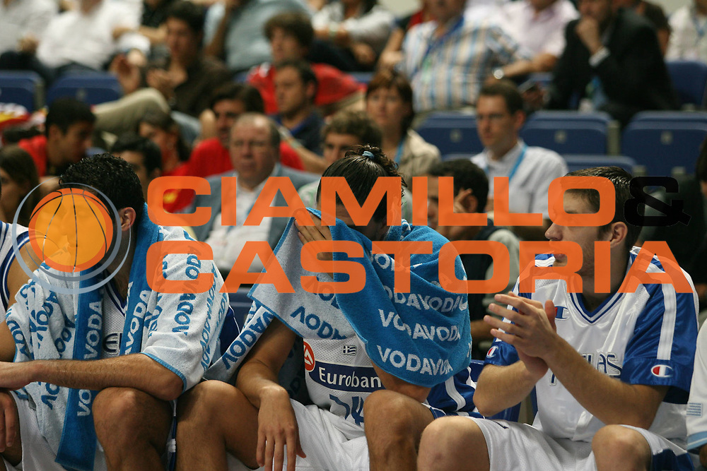 DESCRIZIONE : Madrid Spagna Spain Eurobasket Men 2007 Final 3rd 4th Place Grecia Lituania Greece Lithuania <br /> GIOCATORE : Team Grecia Team Greece <br /> SQUADRA : Grecia Greece <br /> EVENTO : Eurobasket Men 2007 Campionati Europei Uomini 2007 <br /> GARA : Grecia Lituania Greece Lithuania <br /> DATA : 16/09/2007 <br /> CATEGORIA : Delusione <br /> SPORT : Pallacanestro <br /> AUTORE : Ciamillo&amp;Castoria/A.Vlachos <br /> Galleria : Eurobasket Men 2007 <br /> Fotonotizia : Madrid Spagna Spain Eurobasket Men 2007 Final 3rd 4th Place Grecia Lituania Greece Lithuania <br /> Predefinita :