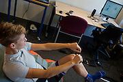 In Delft worden de drukpunten gemeten van de rijdster Iris Slappendel. In september wil het Human Power Team Delft en Amsterdam, dat bestaat uit studenten van de TU Delft en de VU Amsterdam, tijdens de World Human Powered Speed Challenge in Nevada een poging doen het wereldrecord snelfietsen voor vrouwen te verbreken met de VeloX 7, een gestroomlijnde ligfiets. Het record is met 121,44 km/h sinds 2009 in handen van de Francaise Barbara Buatois. De Canadees Todd Reichert is de snelste man met 144,17 km/h sinds 2016.<br /> <br /> The pressure point of rider Iris Slappendel are measured.. With the VeloX 7, a special recumbent bike, the Human Power Team Delft and Amsterdam, consisting of students of the TU Delft and the VU Amsterdam, also wants to set a new woman's world record cycling in September at the World Human Powered Speed Challenge in Nevada. The current speed record is 121,44 km/h, set in 2009 by Barbara Buatois. The fastest man is Todd Reichert with 144,17 km/h.