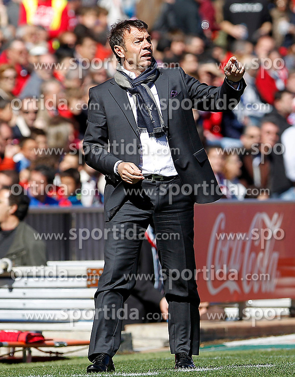 11.03.2012, Vicente Calderon Stadion, Madrid, ESP, Primera Division, Atletico Madrid vs FC Granada, 27. Spieltag, im Bild Granada's coach Abel Resino // during La Liga match.March 11,2012 during the football match of spanish 'primera divison' league, 27th round, between Atletico Madrid and FC Granada at Vicente Calderon stadium, Madrid, Spain on 2012/03/11. EXPA Pictures © 2012, PhotoCredit: EXPA/ Alterphotos/ Acero..***** ATTENTION - OUT OF ESP and SUI *****