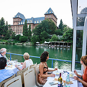 Navigazione turistica sul Fiume Po a Torino, cena a bordo del battello fluviale.<br /> <br /> Tourist navigation on the River Po in Turin, dinner aboard the riverboat.