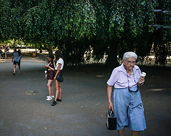 July 25, 2018 - London, United Kingdom - An elderly woman seen holding an Ice cream cone in St James park..High temperatures in the United Kingdom will continue and the temperatures will be 35 degrees Celsius according to the Met Office. (Credit Image: © Ioannis Alexopoulos/SOPA Images via ZUMA Wire)
