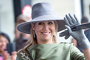 Koningin Maxima opent  het expertisecentrum Endometriose in Balans in HMC Bronovo in Den Haag.  <br /> Endometriose is een aandoening waarbij baarmoederslijmvlies, dat normaal gesproken aan de binnenkant van de baarmoeder zit, zich ook buiten de baarmoeder in de buik bevindt. Dit veroorzaakt zeer pijnlijke menstruaties.<br /> <br /> Queen Maxima opens the expertise center Endometriosis in Balance in HMC Bronovo in The Hague.<br /> Endometriosis is a condition in which uterine lining, which is normally on the inside of the uterus, is also located outside the womb in the abdomen. This causes very painful menstruations.