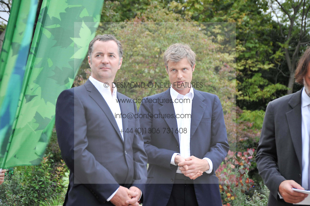 Left to right, SIMON GUDGEON and ZAC GOLDSMITH at the unveiling of 'Isis' a sculpture by Simon Gudgeon hosted by the Royal Parks Foundation and the Halcyon Gallery by the banks of The Serpentine, Hyde Park, London on 7th September 2009.