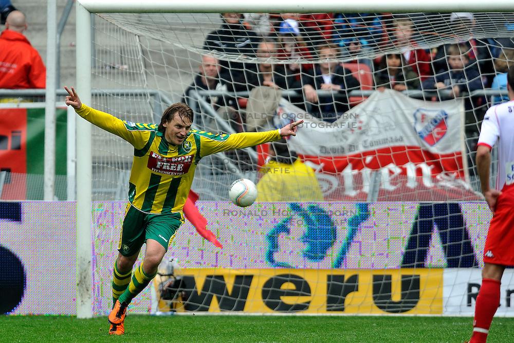 03-04-2011 VOETBAL: FC UTRECHT - ADO DEN HAAG: UTERCHT<br /><br />&copy; Ronald Hoogendoorn Photography