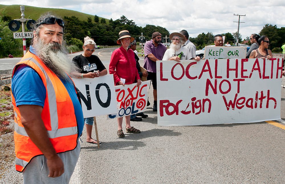 Anti mining protesters block State Highway One near Puhipuhi north of Whangarei where the road crosses a small piece of Maori owned land, New Zealand, Thursday, November 28, 2013. Credit:SNPA / Malcolm Pullman