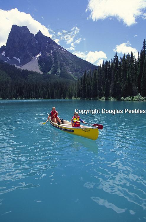 Canoe, Emerald Lake Lodge, Yoho National Park, B.C., Canada<br />