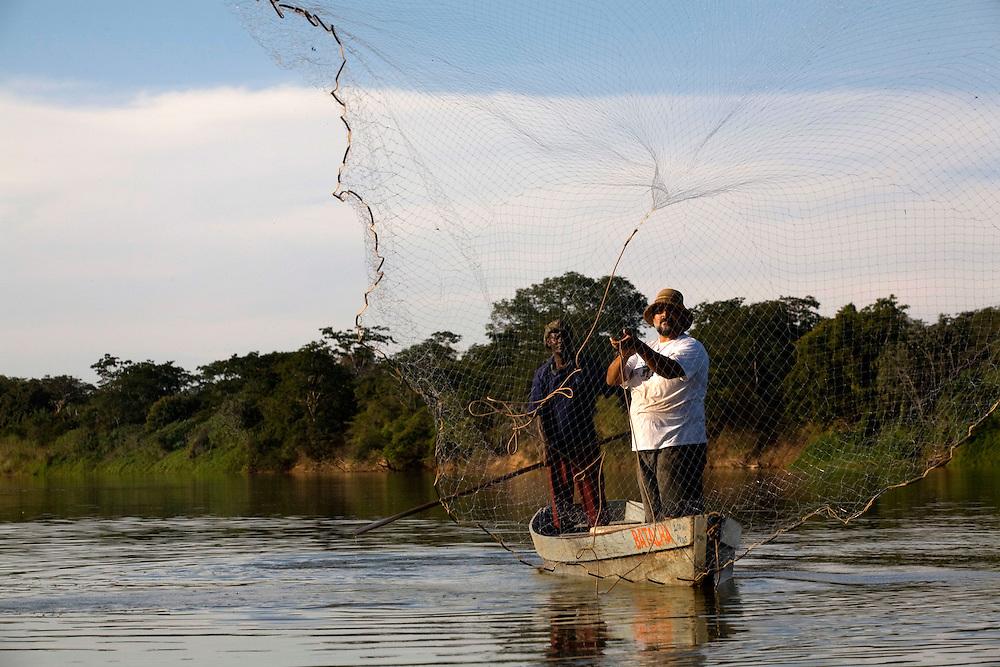 Pirapora _ MG, 22 de Junho de 2008..Revista Globo Rural...Projeto Generosidade - Leo do Peixe...Na foto, Leonardo da Piedade Dizin Filho, o Leo do Peixe, pesca no Rio São Francisco....Foto: LEO DRUMOND / AGENCIA NITRO