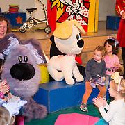 NLD/Amsterdam/20150908- Chantal Janzen leest voor uit speciale uitgave van Woezel & Pip, Woezel & Pip en de kinderen