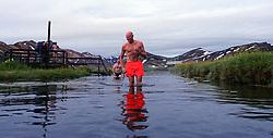 05-07-2014 NED: Iceland Diabetes Challenge dag 1, Landmannalaugar <br /> Vandaag ging de challenge van start. Met een bus gingen we van Vogar naar Landmannalaugar en zagen we de eerste tekenen van het prachtige landschap van IJsland / Tjebbe