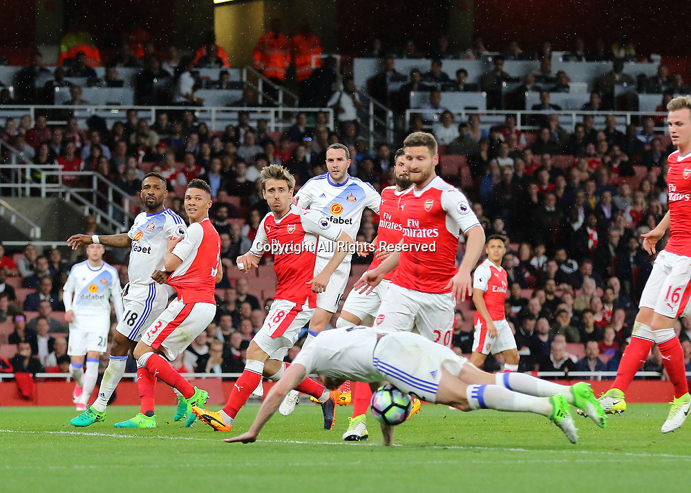 May 16th 2017, Emirates Stadium, Highbury, London, England;  EPL Premier League football, Arsenal FC versus Sunderland; Billy Jones of Sunderland misses a chance to give Sunderland the lead, as he mistimes a diving header