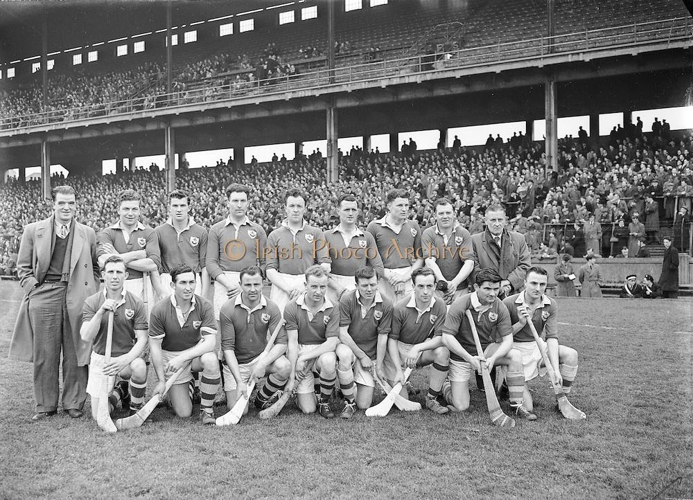 Neg No: 735/9958-9965...3041955IPHCF.03.04.1955...Interprovincial Railway Cup Hurling Championship - Final...Munster.06-08.Connacht.03-04...Connacht Team.