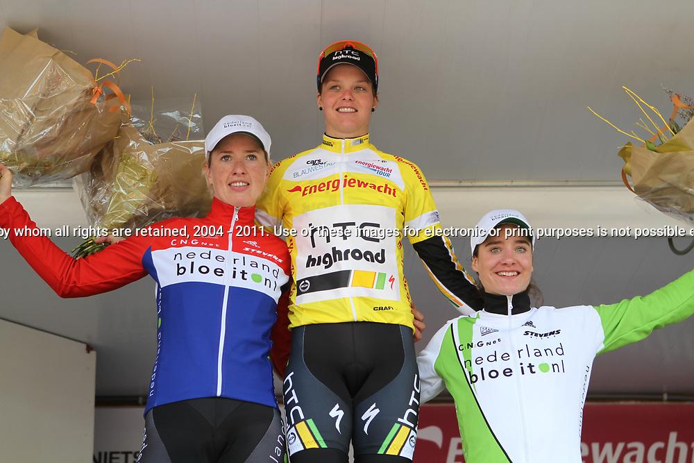 Eindpodium Energiewachttour met winnares Adrie Visser, Loes Gunnewik 2e en Marianne Vos 3e